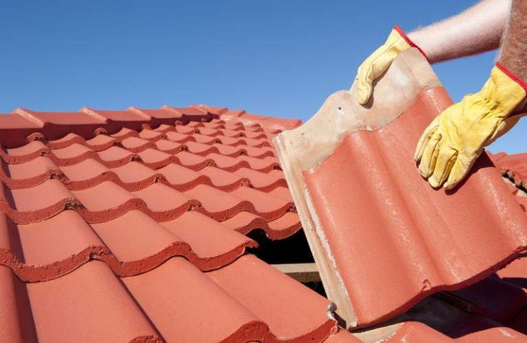 How Can You Prioritize Work During Commercial Roof Repairing?